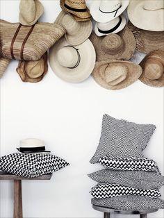 straw hat gallery I szalmakalap gyűjtemény a falon Diy Hat Rack, Hat Racks, Black White Stripes, Black And White, Hat Organization, Organizing Hats, Hat Storage, Storage Ideas, Hat Display