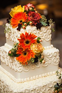 Fall colored flowers atop the wedding cake. | Polly and Payden's wedding at Polly's family home in Tazewell, VA. | Photography by Waldorf Photographic Art | Coordinated by Joy and Company| #WaldorfPhotographicArt #WeddingPhotography #SouthernWedding #FallWedding #WeddingInspiration