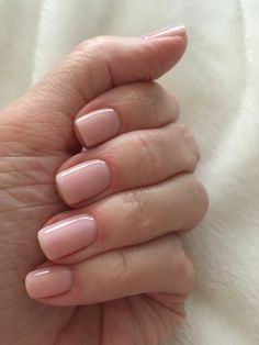 Semi-permanent varnish, false nails, patches: which manicure to choose? - My Nails Classy Nails, Stylish Nails, Simple Nails, Oval Nails, Nude Nails, Hair And Nails, My Nails, Manicure Y Pedicure, Minimalist Nails