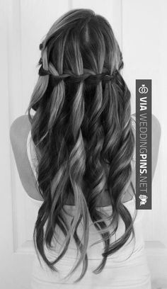 7 Modern Wavy Hair Styles To Inspire You : We spend so much time straightening and curling our hair that we ruin its natural wavy form. Instead of doing this, checkout a few modern wavy hair styles which will totally glam up your style quotient. Popular Hairstyles, Weave Hairstyles, Pretty Hairstyles, Wedding Hairstyles, Hairstyle Ideas, Style Hairstyle, Updo Hairstyle, Unique Hairstyles, Bridal Hairstyle