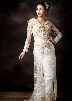 . Kebaya Lace, Batik Kebaya, Traditional Fashion, Traditional Dresses, Traditional Wedding, Kebaya Wedding, Wedding Dresses, Stylish Dresses, Fashion Dresses