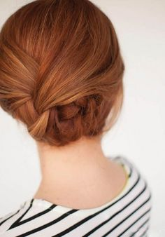 Acconciatura semplice ed elegante per capelli lunghi