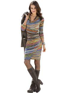 Jerseykleid in besonders femininer Form und mit attraktivem Streifendruck. Auf Taillenhöhe mit Falten gearbeitet und mit effektvollem Wasserfallkragen. Das Rockteil ist vorn gewickelt. Figurbetonte Form, Länge in Gr. 38 ca. 94 cm. Obermaterial: 50% Viskose, 46% Polyester, 4% Elasthan, waschbar...