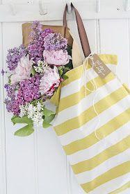 Jeg elsker blomster og elsker også å få.... og ikke minst GI BORT blomster ! Nå som det bugner av herlige duftende blomster utendørs kan ...