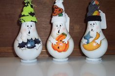 Great idea, glueing flat bottoms on so they can sit alone Halloween Wood Crafts, Halloween Gourds, Halloween Ornaments, Halloween Projects, Diy Halloween Decorations, Fall Crafts, Fall Halloween, Holiday Crafts, Light Bulb Art