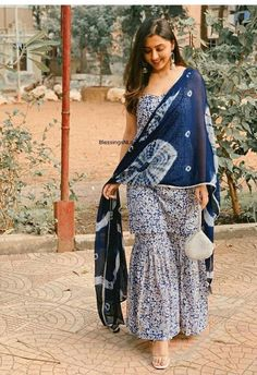 Casual Indian Fashion, Indian Fashion Dresses, Dress Indian Style, Indian Gowns Dresses, Cotton Dress Indian, Cotton Gowns, Simple Kurta Designs, Stylish Dress Designs, Kurta Designs Women