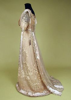 Paris Silver Brocade & Lace Tea Gown, c 1912  Session 2 - Lot 660