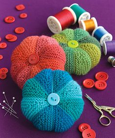 knit button top pin cushion pattern