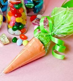 Easter Carrot Treat Bags - Super cute and fun way to hand out Easter treats!!