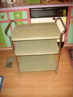 This is a very nice vintage avocado green metal rolling kitchen cart. My mother had this cart when I was growing up in the 1970s.     The