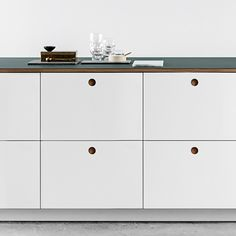 With its stylish round handle the Basis 01 from Reform is a good example of timeless and classical kitchen design.