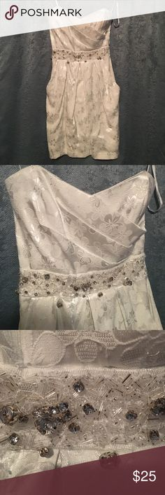 Beautiful Strapless White & Ivory Midi Dress In Very Good Condition, (brought from Dillard's) the white & silver diamonds/beads are not perfect (it might needs fix) also it has 2 pockets!!! 👌🏽 26inches from bust to length. Sweetheart heart shaped , White metallic Flowers prints - Great for special events (Dillard's bag comes with it) B. Darlin Dresses Midi