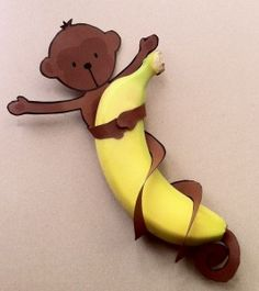 "LOVE these Banana Monkeys! Going to make these for my teachers with a note that says, ""Hang in There only 1 week until Easter Break!"" :) gifts for kids at school Easy Monkey Banana Treats - Free Printable! Jungle Party, Safari Party, Jungle Theme, Jungle Snacks, Kids Crafts, Kids Diy, Crafty Kids, 4 Kids, Creative Crafts"