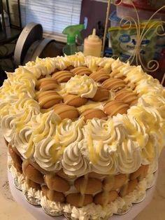 Banana Pudding Cake Classic Banana Pudding Recipe, Banana Pudding Poke Cake, Banana Pudding Recipes, Custard Recipes, Vanilla Pudding Mix, Banana Cheesecake, Cheesecake Squares, Cheesecake Bites, Banana Split Cake Recipe