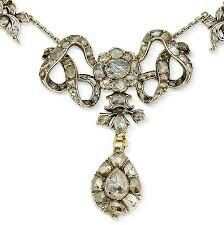 A diamond necklace, third quarter of the century. photo Bonhams The central interlaced ribbon bow suspending a drop-shaped pendant, be. Bling Bling, Antique Jewelry, Vintage Jewelry, Vintage Necklaces, Faberge Eier, Jewelry Box, Jewelry Accessories, Necklace Box, Fantasy Jewelry