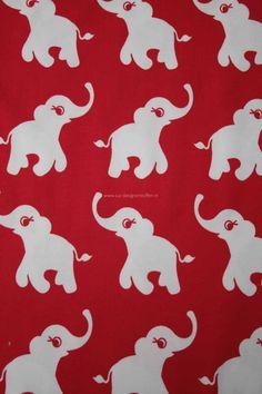 Znok uit Scandinavië is een super leuk merk met biologische stoffen met vrolijke prints voor kinderen. De stoffen spreken ieder kind aan vanwege de vele kleuren en vrolijke plaatjes. Deze olifantjes zijn door znok al in meerdere kleuren uitgebracht. Hun nieuwste kleur is Rood!