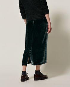 SILK VELVET SKIRT | Fluid and lustrous silk base/viscose pile velvet. Straight cut. Elasticated waist. Mid-length. Back vent. Side pockets. Pull on.
