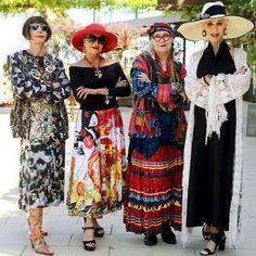 Moda Como se vestir na moda sem se sentir ridícula? - Viva 50 por Maria Celia e Virginia Pinheiro Over 50 Womens Fashion, Fashion Over, Boho Fashion, Fashion Outfits, Order Checks, Older Models, Estilo Boho, Ideias Fashion, Kimono Top