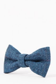 You can't go wrong with this classic blue tweed bow tie. Perfect for special occasions pair with the matching the Dion Suit for a fashion-forward look. Mens Tweed Suit, Tweed Suits, Mens 3 Piece Suits, Luxury Ties, Velvet Fashion, Flat Cap, Blue Check, Blue Wedding, Fashion Forward