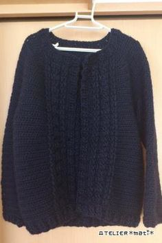 お待たせしました! 縄編みカーデの編み図、完成です!  ウェアの編み図を書くのは初めてだったので、なかなか時間がかかってしまいま...
