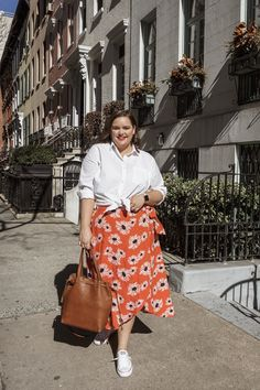 How to Style Converse for Spring - Plus Size Skirts - Ideas of Plus Size Skirts - Plus Size Fashion for Women Curvy Outfits, Mode Outfits, Plus Size Outfits, Fashion Outfits, Womens Fashion, Fashion Trends, Fashion Ideas, Fashion Styles, Fashion Clothes