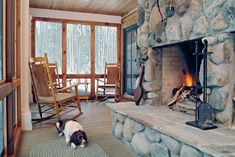 A family getaway in northern Michigan gets the blending of cabin and cottage right.