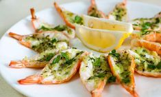 Roasted Butterflied Prawns in Garlic-Parsley Butter (Delia Smith) Prawn Recipes, Fish Recipes, Seafood Recipes, Appetizer Recipes, Appetizers, Cooking Recipes, Seafood Dishes, Fish And Seafood, Butterfly Prawns