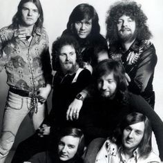 Musica con mucha fuerza y la de Electric Light Orchestra (ELO) - http://grooveshark.com/album/All+Over+The+World+The+Very+Best+Of+Electric+Light+Orchestra/6103009