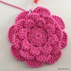 Rosa rasteira passo a passo - Beau Crochet, Crochet Diy, Crochet Motifs, Crochet Crafts, Crochet Doilies, Yarn Crafts, Crochet Projects, Diy Crafts, Crochet Flower Tutorial