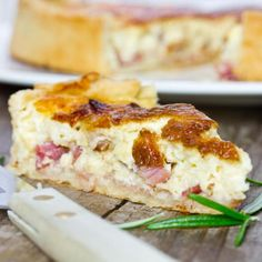 Quiche Lorraine is the pure comfort food! Perfect for brunch, lunch, or dinner. Quiches, Lucky Food, Salty Foods, Quiche Recipes, No Cook Meals, I Foods, Food To Make, Breakfast Recipes, Food And Drink