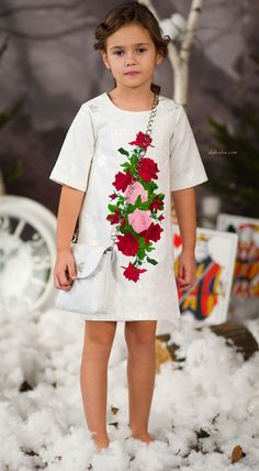 The drawn lovely red and pink embroidered or printed roses down the length of each side of dresses of the new LOVE MADE LOVE collection. The rose transcends season and will easily take you from summer into fall. Cute Kids Fashion, Baby Girl Fashion, Baby Coat, Baby Couture, Jacquard Dress, Stylish Kids, Kind Mode, Pretty Dresses, Baby Dress
