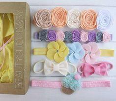 Headband Crafts, Diy Baby Headbands, Baby Bows, Rolled Fabric Flowers, Felt Flowers, Baby Crafts, Felt Crafts, Diy And Crafts, Fabric Flower Tutorial