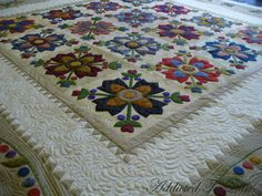 Addicted To Quilts: Huge Appliqué Quilt