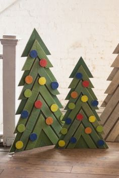 Christmas Garden Decorations, Christmas Yard Art, Wood Christmas Tree, Outdoor Christmas, Christmas Diy, Holiday Decor, Wooden Xmas Trees, Christmas Gifts To Make, Santa Decorations