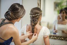 Trenza espiga para novia: http://www.cosmopolitantv.es/noticias/15371/5-peinados-para-una-boda-perfecta