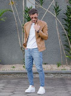 Light Blue Denim & Brown Leather Jacket Combination with White Tees Look Fashion, Fashion Outfits, Men Fashion, Fashion Ideas, Fashion Menswear, Fashion Styles, Fashion Trends, Outfit Stile, Mode Cool