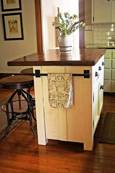 Kitchen island with seating (small kitchen island ideas) Tags: kitchen island diy kitchen island size kitchen island on wheels kitchen island narrow kitchen island storage Diy Kitchen Island, Diy Kitchen Storage, Kitchen Redo, New Kitchen, Kitchen Ideas, Kitchen Small, Kitchen Planning, Cheap Kitchen, Moveable Kitchen Island