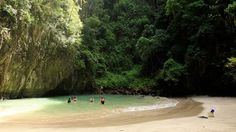 Hidden beaches in South Thailand. Only way to get to it is by swimming through a cave <3