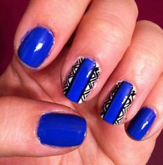 Blue geometric fingernails