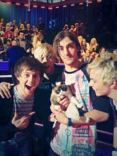 R5 with grumpy cat OŁ YEA 6 stars