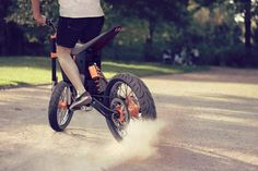 KTM Delta : Electric Motorcycle for Hipsters Just Like Riding a Single Speed Bike Eletric Bike, Electric Dirt Bike, Power Bike, Concept Motorcycles, Drift Trike, Motocross Bikes, Speed Bike, Bike Design, Motorcycle Design