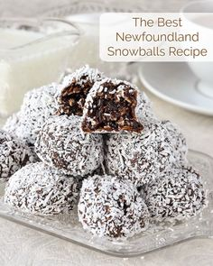 Easy Fudgy No Bake Chocolate Snowballs a. Soft chocolate fudge balls with the goodness of oatmeal and coconut. Rock Recipes, Sweets Recipes, Candy Recipes, Cookie Recipes, Baking Recipes, Game Recipes, Coconut Recipes, Christmas Desserts, Christmas Treats