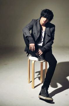 Won Jong Jin. Hugo. Outfit good except shows for hugo ~H