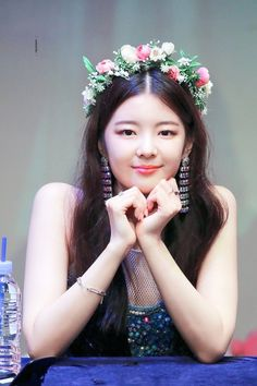 Find images and videos about kpop, itzy and lia on We Heart It - the app to get lost in what you love. Kpop Girl Groups, Korean Girl Groups, Kpop Girls, Red Velvet Seulgi, New Girl, Flower Crown, Flower Girl Dresses, Wedding Dresses, Flowers