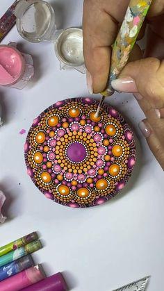 Mandala Art Lesson, Mandala Artwork, Mandala Painting, Stone Art Painting, Dot Art Painting, Mandala Painted Rocks, Mandala Rocks, Rock Painting Patterns, Rock Painting Designs