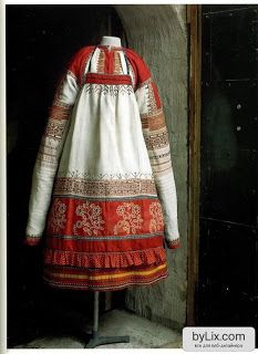 Books on Russian folk costume. Folk Costume, Costumes, Russian Culture, Russian Folk, Ethnic Dress, Russian Fashion, Warm Outfits, Historical Clothing, Traditional Dresses
