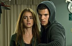 abduction lily collins  | Lily Collins y Taylor Lautner en la película Abduction (Sin Salida ...