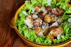 Cartofi noi la ceaun cu marar si usturoi - CAIETUL CU RETETE Parmezan, Cobb Salad, Cooking Recipes, Chicken, Vegetables, Green, Pork, Salads, Chef Recipes