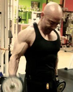 Stato di forma dopo le feste natalizie! Si cerca di crescere ancora puliti!! #mr_trainer_lab #naturalbodybuilding #nbfi #nodoped #muscleandhealth #bodybuilding #bodybuildinglifestyle