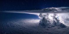 Piloto captura increíble foto de una tormenta sobre el Océano Pacífico